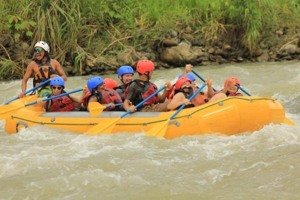 Rafting the Savegre River with tourists